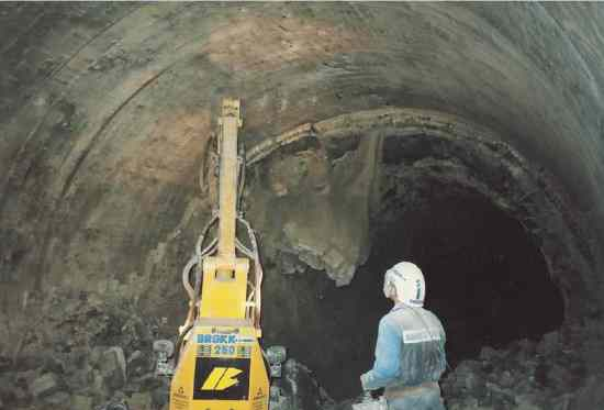 Image showing demolition of worn lining in the burning zone of a 6.1 m diameter kiln.