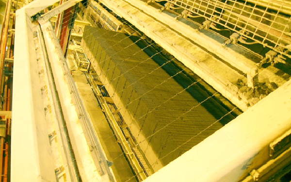 Green cake being cut by wires (Picture courtesy H+H UK Ltd.)